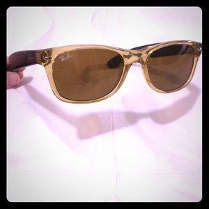 Ray-ban New Wayfarer Classic sunglasses